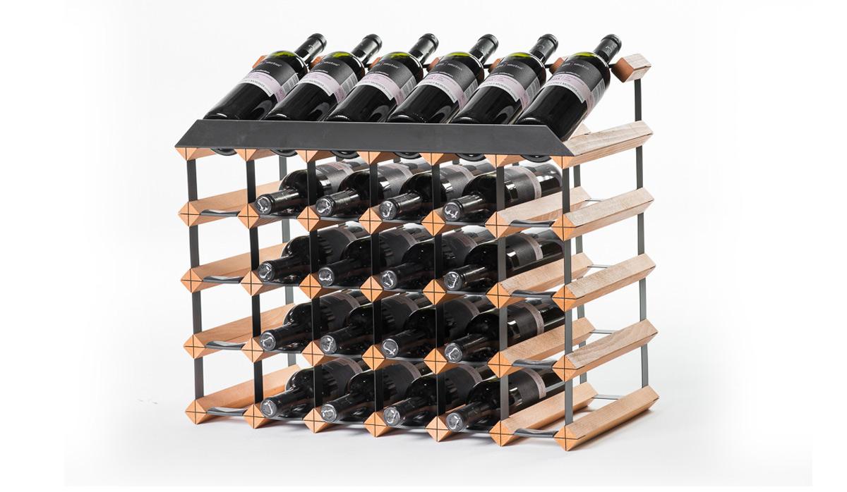 Pultový stojan na víno na 30 lahví